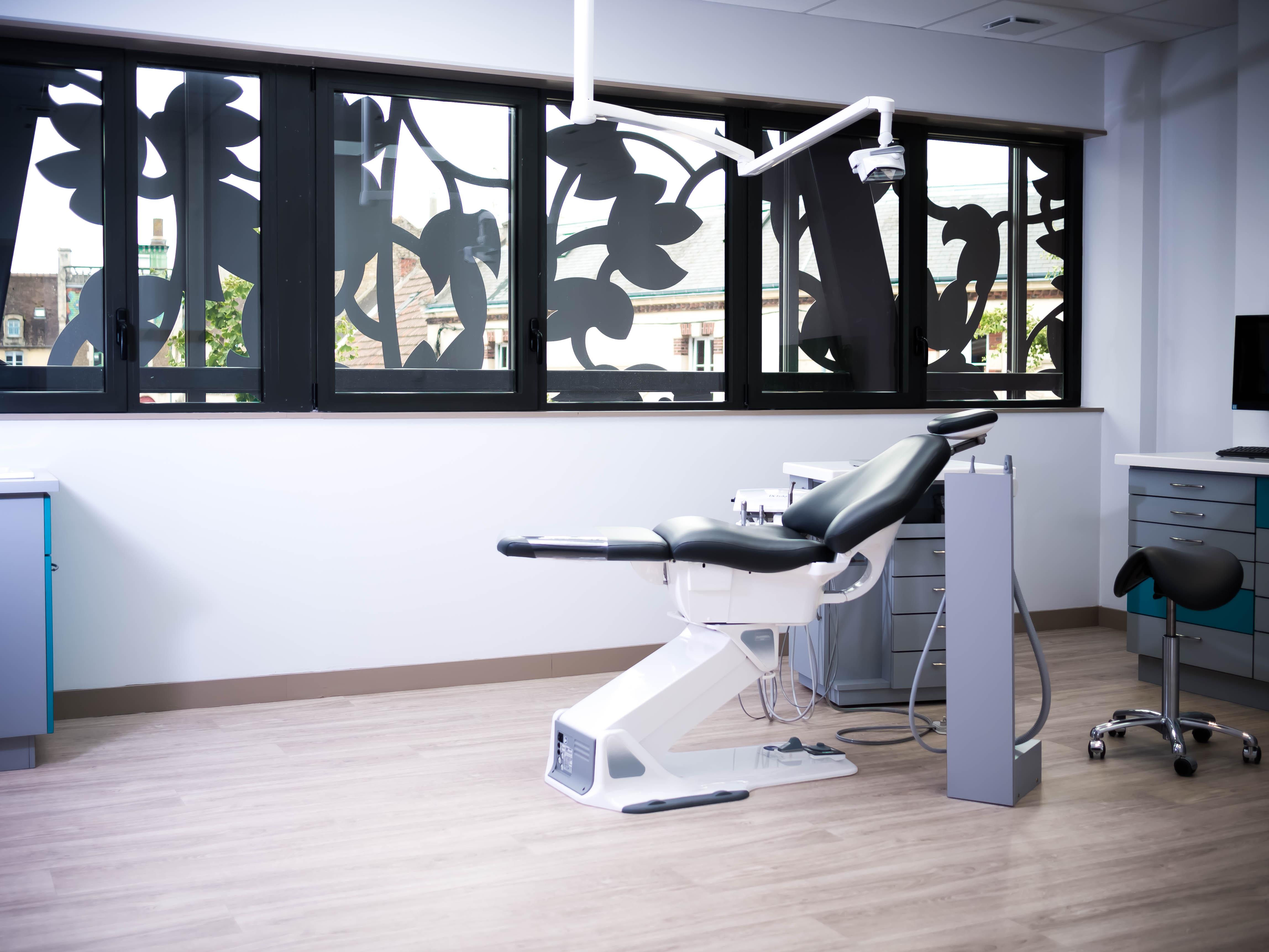 Salle de soins 2 Cabinet d'orthodontie Dr Dumat Douvres-la-Délivrande Calvados