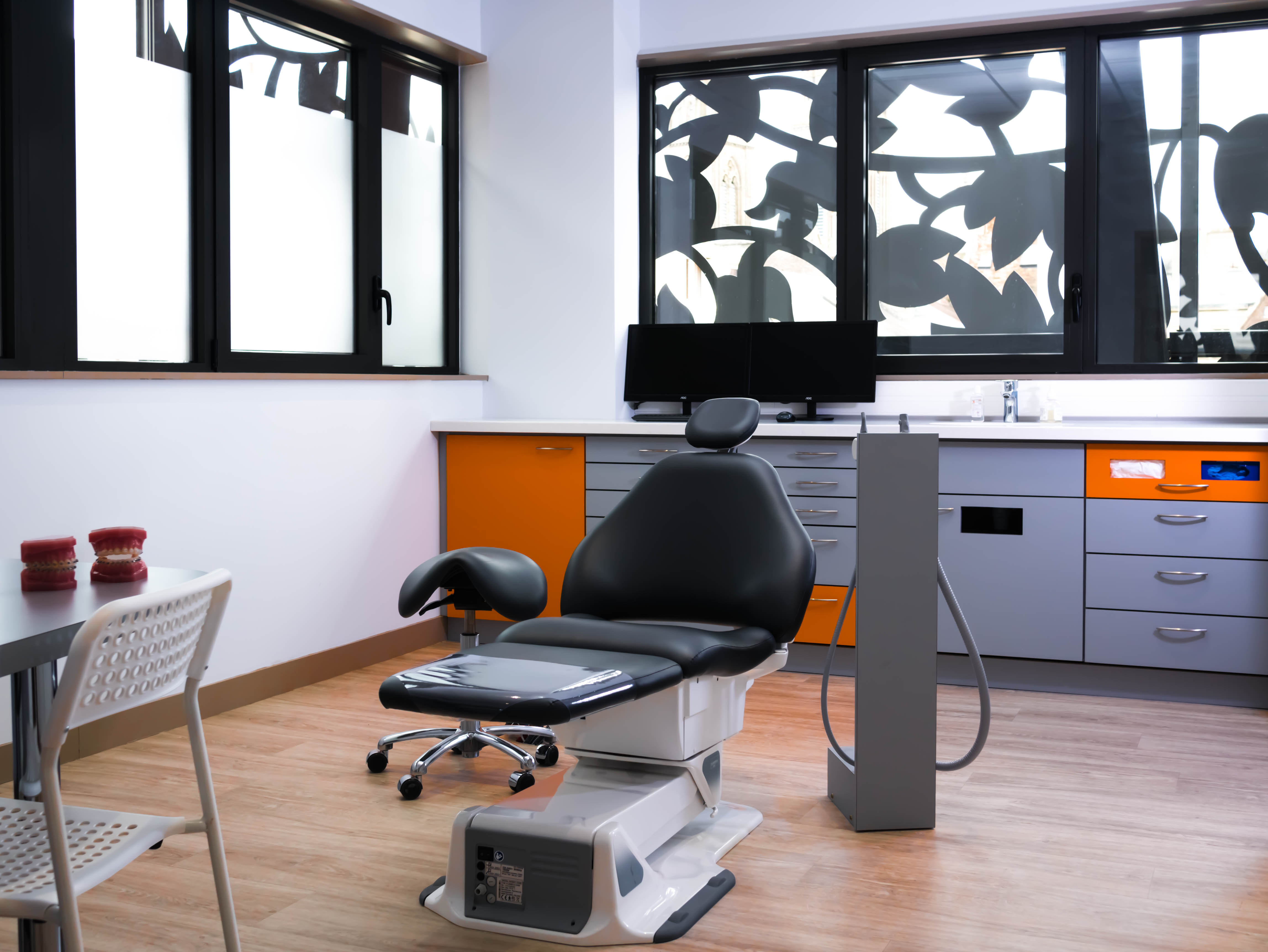 Salle de soin 1. Cabinet d'orthodontie Dr Dumat Douvres-la-Délivrande, Calvados